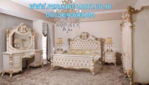 Set Tempat Tidur Warna Putih Elegan Desain Modern
