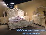 Set Tempat Tidur Klasik Putih